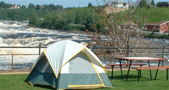 camping-des-chutes-accueil-terrains-camping
